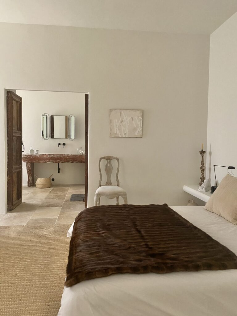 Vista de la habitación principal y acceso al baño
